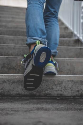 朝散歩は短時間で行うものです。ダイエット効果を高めたいときは、散歩コースに坂道や階段を入れるようにすると消費カロリーがアップします。近所の素敵な階段エリアに注目して、散歩コースを探してみるといいですね。