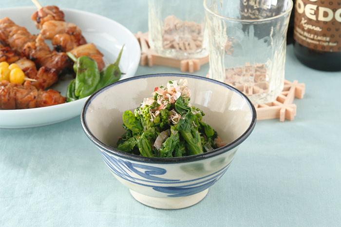4寸はお茶碗や小鉢として使えます。青を基調としたお椀は、白米や野菜の色を引き立たせてくれそう!