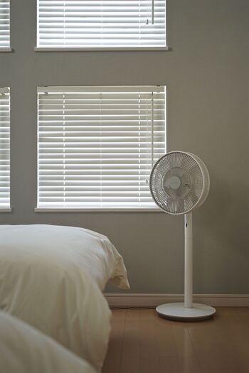 やわらかい風を送り、湿気を飛ばし、空気を循環させてくれる扇風機。最近の扇風機はとにかく静かで、優しい使い心地。長時間付けていても、自然の風の流れと同じような動きだから、体に負担を感じません。電気代も冷房と比べ格段にお得!優秀な扇風機があれば、熱帯夜も心配ありませんよ。
