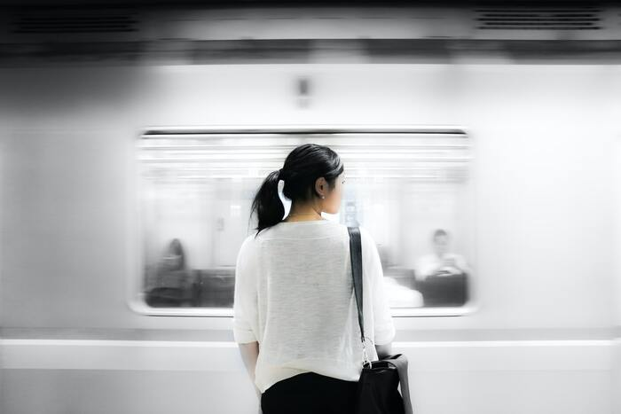 人出が増える中、密になりがちな電車を使う際は、やっぱり緊張感が増すもの。さらに、つり革などに触れざるを得ないとなると、なおさらですよね。