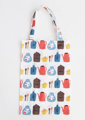 マチ付きのトートバッグが完成!作り方をマスターしたらサイズを変えたり、通勤服に合う落ち着いた色柄やメンズ用のエコバッグを作ったり…と、いろいろ応用できますよ。