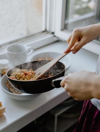 朝食は、ぱぱっと作れる簡単メニューを。バランスを考えて、定番メニューいくつかをルーティーンでまわして作ると作業もスムーズです。