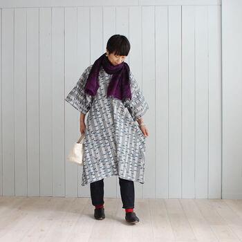 着物のようなたっぷりの袖がチャーミングなこちらのワンピース、布がたくさんいりそうに見えますが、なんと2mの布で作ることができるというから驚きです。