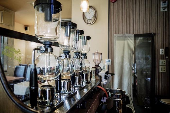 熱源がガスのサイフォンです。ガステーブルとガストーチがあり、自宅で使うにはガストーチがおすすめ。ご家庭にあるような小さいガスボンベからガスを充填することができ、使い勝手が良いです。カフェなどはガステーブル方式がよく見られます。