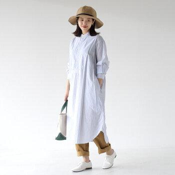 ポリエステル素材で洗濯もOKなラフィア風ハット。大きなつばで通気性も良く、日差しが強い暑い日の心強い味方に。カジュアルなスタイルでも上品さが出るので、大人のデイリースタイルに活躍します。