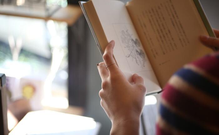 言葉は人を動かす大きなちからを持ったものです。心が落ち込みがちなときには、尊敬する偉人たちの言葉を思い返してみましょう。日頃の読書で見つけたフレーズを手帳に書き写すことを習慣にして、やる気が出ないときにパラパラと眺めるのもおすすめです。