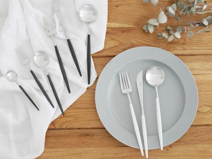 カップルやご夫婦への引っ越し祝いなら「Cutipol」のカトラリーセットはいかがですか?ポルトガルのブランドであるCutipolのカトラリーは、お料理好きな方にも喜ばれるアイテムです◎食卓も華やかになりますので、セットであげたくなる引っ越し祝いですね*