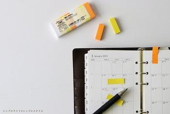 長年愛用しているという無印良品の付箋に、用事を書いてToDoリストとして使っています。用事を済ませたら付箋を剥がせば、手帳もすっきり。手帳をシンプルに使いたい方におすすめのアイデアです。