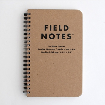 メモ帳のような見た目のFIELD NOTESは、見開き1週間のスケジュールが管理できます。日付は書いてないため、いつからスタートしてもOK。中紙の罫線は薄いブラウンで、線を気にせずに自由に書き込めそうです。