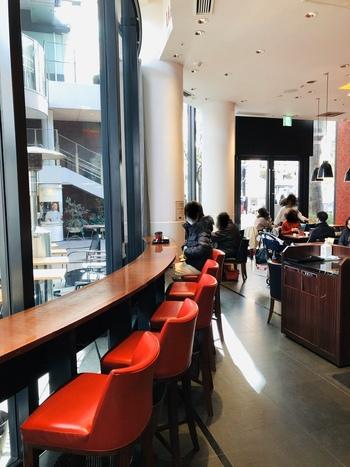 JR東京駅より徒歩5分、3つ星シェフのジョエル・ロブション氏が監修した「LA BOUTIQUE de Joel Robuchon(ラ ブティック ドゥ ジョエル・ロブション)」は、丸の内ブリックスクエア1階にあります。