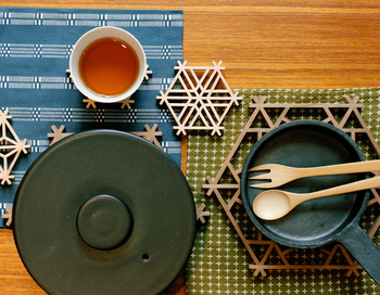 和風から北欧風まで、多岐にわたる素材やデザインの「鍋敷き」をご紹介しましたが、気になるものはありましたか。