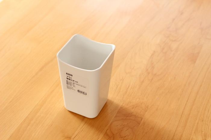 こちらはニトリのキッチン収納ケースシリーズの「ブラン 整理スタンド」。ドアポケットにジャストサイズの頼もしいアイテムです。