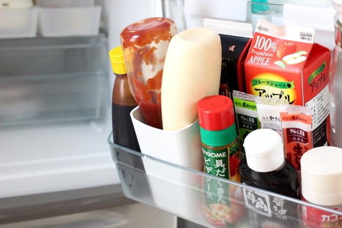 しかも冷蔵庫で収納が困りがちなケチャップとマヨネーズをまとめて入れる事ができ、見た目もスッキリ!ケチャップとマヨネーズは逆さまに収納できると、使う際とても便利。