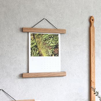 ポスターだけでなく、カレンダーや写真、お子さんの作品など色々なものを飾れます。レシピを挟んでキッチンに下げておいたり、大事なお知らせを挟んだりといった使い方もできて便利!