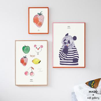 こちらは、デンマークの子供服ブランドとのコラボレーション作品。子供部屋にも合いそうな、和むイラストが魅力です。カラフルな色使いもgood!