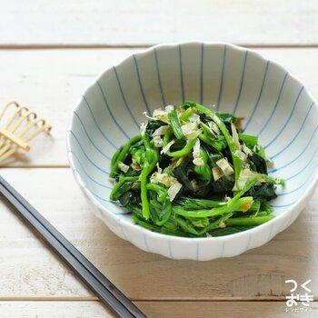 ほうれん草と削り昆布を和えたレシピ。昆布の風味が効いているため、味付けはシンプルでOK!昆布に含まれるミネラル・食物繊維を摂取できるのが嬉しいポイントです。