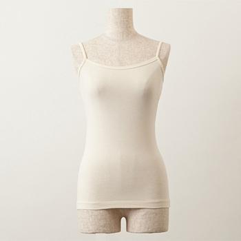 汗取りパッドが脇部分についたキャミソール。気になる脇汗ジミを防いでくれます。