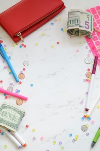 予算内に収まればOK。予算を超えた時はどの買い物が予定外だったか、バッファーが足りなくないかを考えましょう。たとえば必要経費ではないのに毎月出ていく趣味などのお金があるなら、それはもはや必要経費。どこにどれだけ費用を用意すべきかや、自分の買い物の癖が見えてきます。