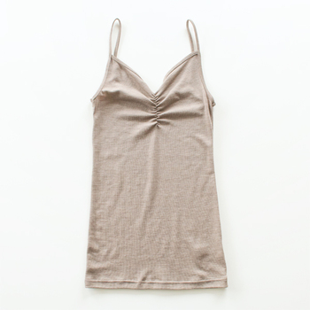 素肌に触れてもチクチクしずらく、洗濯もおうちでできちゃうメリノウールは普段使いの下着にぴったり。johaは元々小さな子ども向けの下着ブランドで、とにかく肌に優しいことも特徴です。