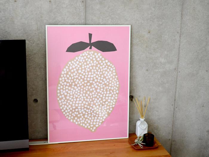 ひとつあるだけで変わる♪部屋がぱっと華やぐ「ポスター・カード」の飾り方