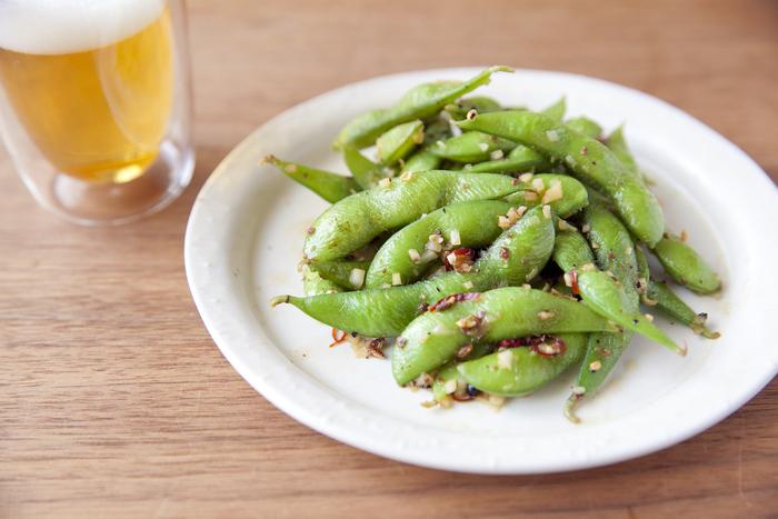 花椒のしびれ感とにんにくの風味でビールによく合う枝豆です。ぱぱっと作れるから、時間のない日のおつまみに最適。