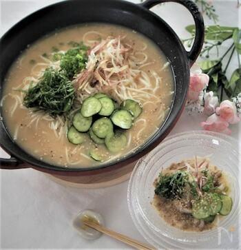 こちらも日本の郷土料理を応用したメニュー。宮崎県の郷土料理「冷や汁」のそうめんです。鯵の旨味と味噌やゴマのコクが合わさった汁に、さっぱり食感のきゅうりをたっぷり乗せて食欲増進!