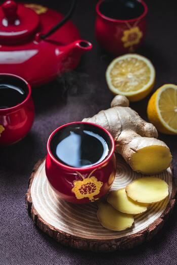 とうもろこし茶に生姜を混ぜて。冷房で体が冷えてしまった時にはポカポカと体を温めてくれそうです。