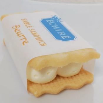 バタークリームが主役の『サブレサンド ブール』、ラムレーズンを混ぜた『サブレサンド ラムレザン』、ピスタチオペーストが入った』サブレサンド ピスターシュ』の3種類があります。どれもバターの濃厚な味わいが楽しめます。