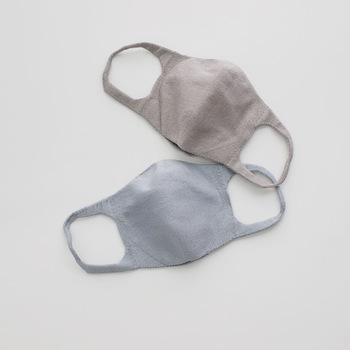 「シルクエチケットマスク」は肌なじみがよく、マスク着用による蒸れや摩擦で肌荒れしがちな敏感肌の人におすすめ。マスク内の余分な湿度を外に逃がしサラサラ感を持続してくれます。