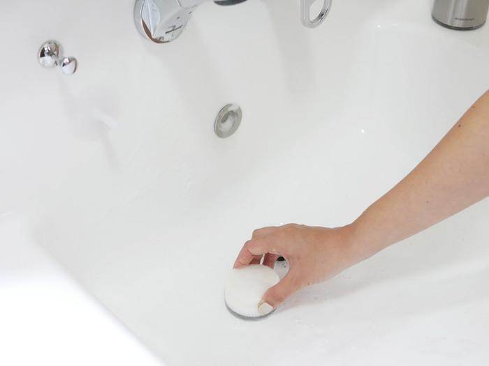 丸くてコンパクトなスポンジは、使いやすく見た目もキュート!泡立ちが良く、水垢を綺麗に落とせます。小回りがきくので、蛇口の周りなどの掃除も楽々♪