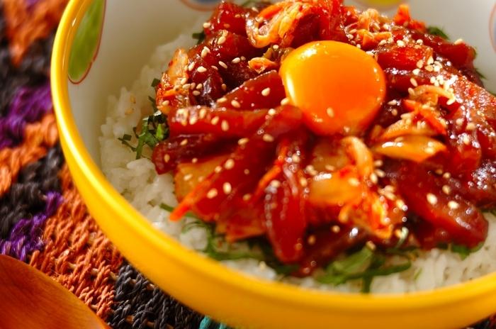焼肉パーティーのもう1品にもおすすめ、マグロのキムチユッケ。韓国風の味わいでクセになりますよ。