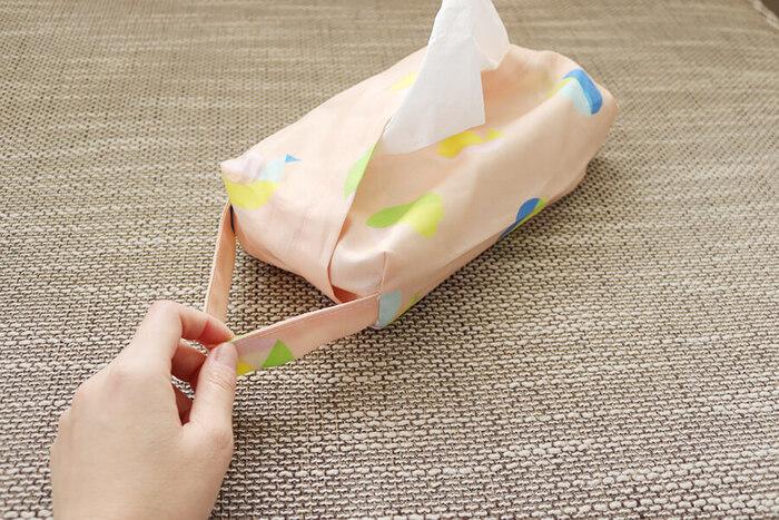 取っ手を付けてアレンジすることも可能!取っ手があれば、ちょっと引っ張って近くに寄せたり、縦にして棚やクローゼット内のフックなどにかけて使うこともできます。お好みでアレンジして使いやすいカバーを作りましょう♪