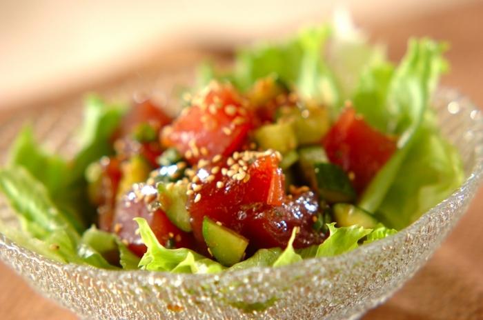 ハワイ風のポキにして、マグロを満喫しませんか。チリペッパー、ショウガを加えれば、サラダ感覚で食がすすむ味わいになりますよ。