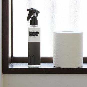 スマートな見た目でインテリアの一部になりそうな洗剤です。石けんベースで、便器内や外側、床などあらゆる所の掃除に使えます。