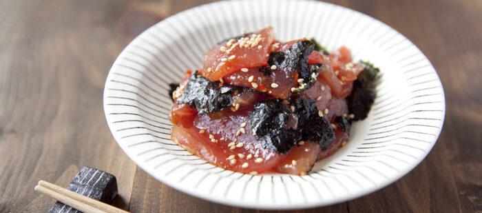 刺身のまぐろが余ったらぜひ試してみてほしい、まぐろの海苔和え。豆板醤と胡麻油でちょっと韓国風な味わいです*日本酒やビールのおつまみにもぴったりですね。