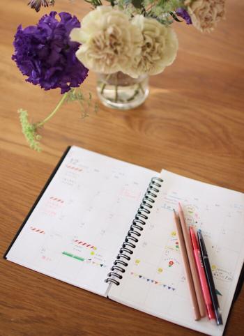 みしぇるさんは手帳にイラストと一緒に予定を書き込んでいます。イラストがあると手帳が明るくなり、開くのが楽しみになりそう。オリジナリティあふれる自分だけの手帳になりますよ♪