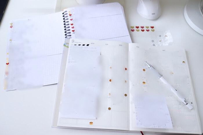 """""""書く""""ということを大切にしているという山本さんは、手帳とノートの2つを使い分けているそうです。手帳には「日常」のことを、ノートには「夢を100個書く」という使い方をしています。"""