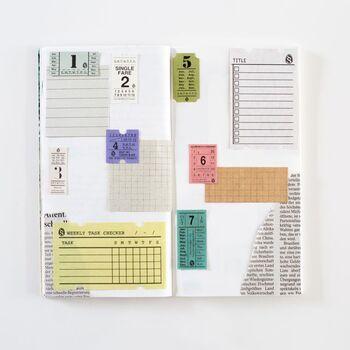 書くのが苦手という方は「コラージュシート」がおすすめです。数字、ToDoリスト、タイムテーブルなど、いろいろなコラージュシートを貼るだけで、ノートが手帳に変身。ラフに貼るだけで素敵に見えます♪