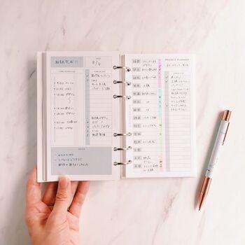 シンプルなデザインで見やすく、1日の計画が立てやすいのがポイント◎このリフィルに書き込めば、今日やることをスムーズにこなせそうですね。