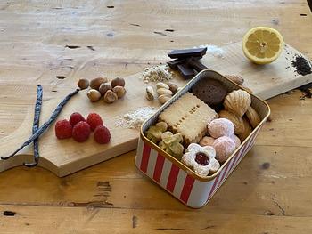 渋谷ヒカリエShinQs店、二子玉川東急フードショー店に直営店を持つ、オリジナルアイシングクッキーのお店です。国内産小麦、バターなど素材や製法にこだわって作られています。今まで直営店のみでの販売でしたが、好評につきオンライン販売が始まりました。塩サブレやビターチョコのクッキーなど、6種類のクッキーの詰め合わせです。
