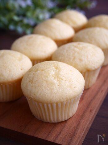 米粉を使ったしっとりふわふわなマフィンレシピ。ボウルに材料を入れて混ぜればあっという間に生地完成!あとはマフィン型に入れて焼くだけなので簡単にできちゃいます。小麦粉だけでなくバターも不使用なのも嬉しいポイント♪