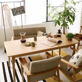 テーブルの配置で変わる空間。生活の中心「ダイニングスペース」のつくりかた