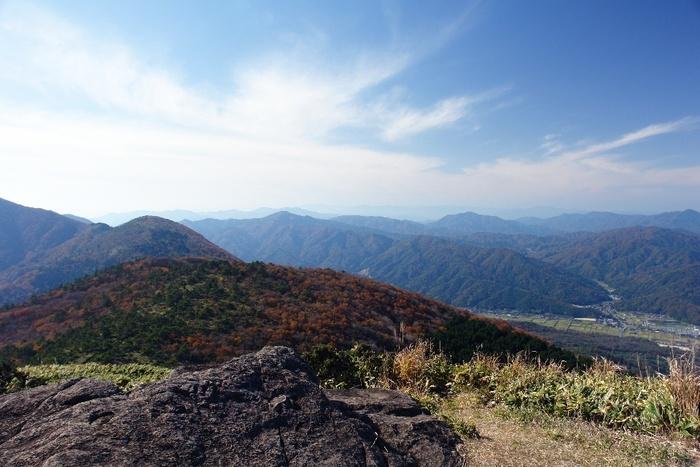 酒呑童子などの鬼伝説の舞台として有名な大江山は京都府北部の丹後半島の付け根部分に位置する標高832メートルの山です。