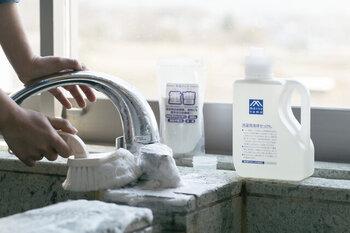 純度の高い石けんのみを使った、環境に優しい洗剤です。洗濯用と書いてありますが、お風呂掃除にも大活躍!湯垢がよく落ちて気持ち良いですよ。