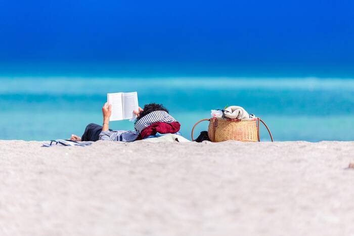 汗ばむ季節は物語の世界へトリップ。夏を楽しむ「納涼小説」20選