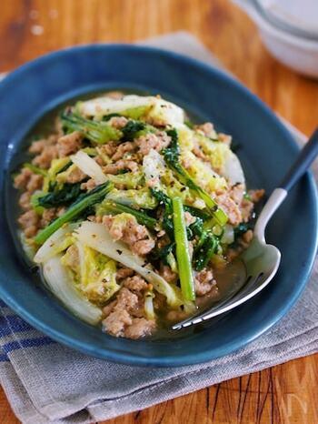 めんつゆとポン酢、ストック調味料で簡単にできるそぼろあんかけ。白菜や小松菜などの野菜が、もりもり食べられます。白菜は、キャベツで代用してもOKですよ。