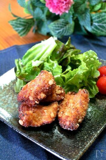 鶏むね肉も、ポン酢に漬け込んで下味を付けることで柔らかくなります。揚げたてもカリッと香ばしく絶品ですが、お弁当にもいいですね。