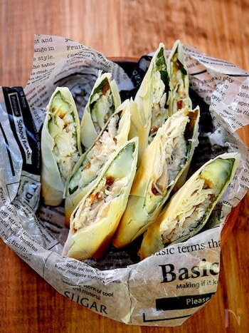 手間がかかりそうなイメージの春巻きも、オーブントースターを使えば簡単&時短に♪おかずにも、おつまみにもなる春巻きのレシピです。梅×しそ×チーズだから相性は間違いなし!揚げないのでヘルシーに仕上がりますね。