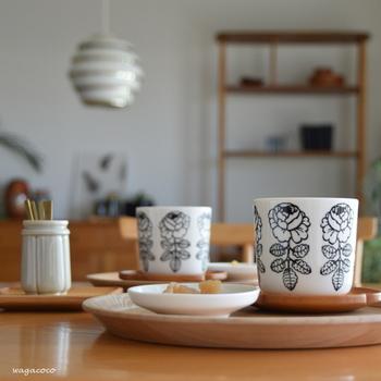 一人膳にもカフェスタイルにも。食卓の風景が様になる「丸盆」の魅力
