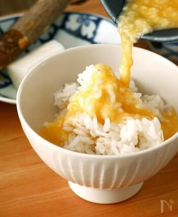 いつもより濃いめにとったお出汁に卵を加えて作る、優しいお味のとろろ飯。味変としてわさびをプラスしても美味しいですよ。